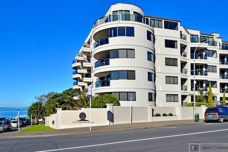 Takapuna Beach Apartment - Auckland