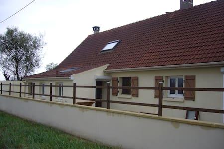 maison avec jardin arboré a la campagne - House