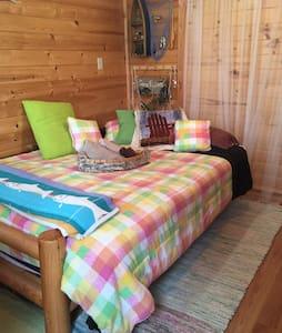 Charming Bunkhouse Overlooks Lake! - Gästehaus