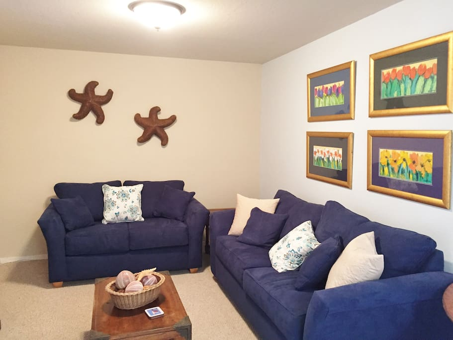 Cozy Living Room with plenty of seating for all.