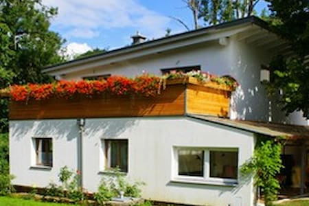 Dog-friendly house w/ WiFi & garden - Ház