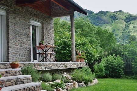 Cabcamp Bio BnB & Yoga near Plateau de Beille - Bed & Breakfast