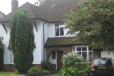 Lrge Dbl Bedroom, quiet leafy lane close amenities - Orpington - Hus