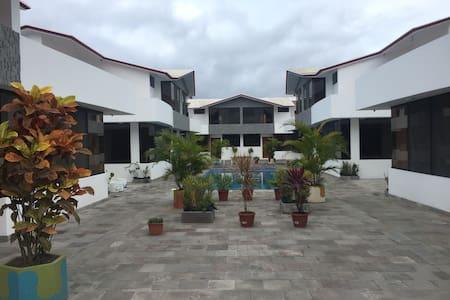 Casa Espectacular - Tonsupa - Ház