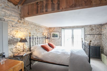 Central Medieval Townhouse.Peacefull double room . - Bed & Breakfast