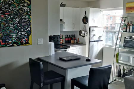 Bright Beautiful 1 Bdrm - King West - Toronto - Apartment