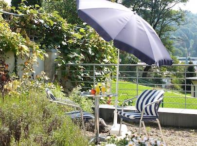 Sonnhalde*Mini-Apartment*kleiner Garten*Beste Lage - Pis