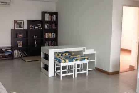 Fully furnish 1BR, convenient location - Bangkok - Wohnung