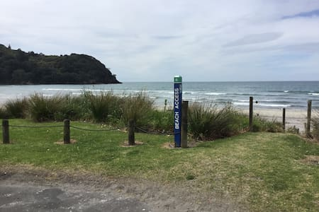 Modern, self-contained apt. Nth End - Waihi Beach