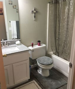1 Bedroom/1 Bath - Elk Grove - Casa