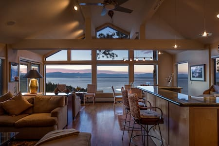 Elegant Tahoe Home with Stunning Lake Views - Zephyr Cove-Round Hill Village - Casa