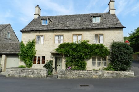 Grade II listed Cotswold Cottage - Bibury - Huis