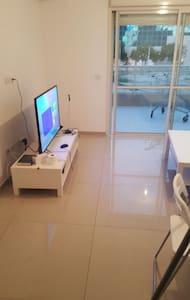 beau studio refait a neuf - Netanya