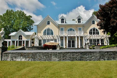 Elegant 5BR Estate on Hudson River - Villa