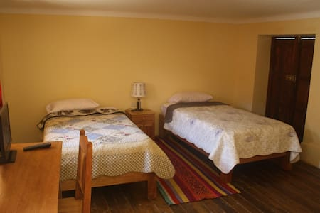 Calendula room with two single beds - Urubamba - Bed & Breakfast
