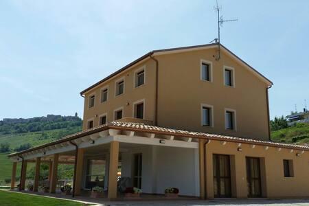 Beautiful located Agriturismo Annarella - Leilighet