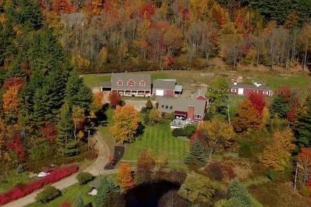 Hidden Meadows Farm & Vinyard Waterfall Suite - Apartamento