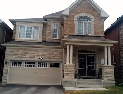 LUXURY VACATION HOME IN AURORA CANADA - Aurora