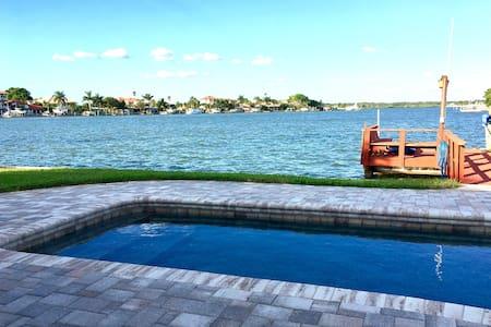 Florida Waterfront Beauty - Ház