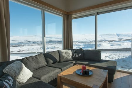 Beautiful Cottage With A Hot Tub - Akureyri - Maison