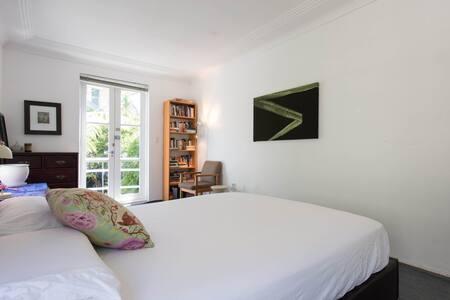 Large, bright room in Darlinghurst - Darlinghurst - House