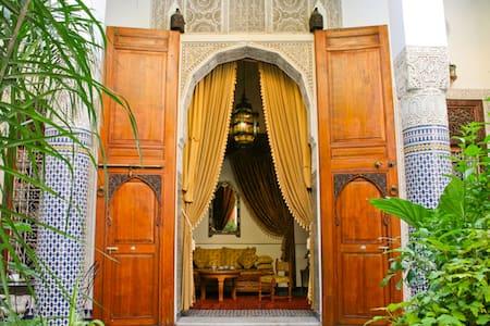 Lovely Cheap Double Room - B&B WIFI Riad Louna - Bed & Breakfast