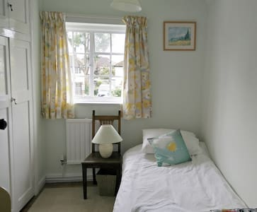 Lovely village nr Cambridge cosy single room - Casa
