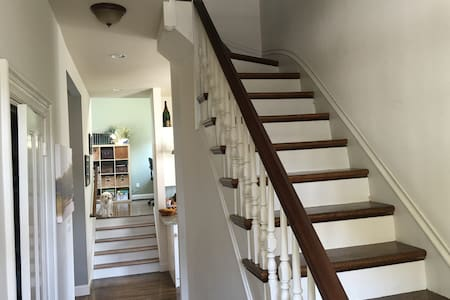 Modern 1880 Victorian for Families - Belmont - Townhouse