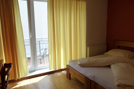 City Centrum / CC/ ROOMS / 40€ - 2 Persons/ SOMMER - Bed & Breakfast