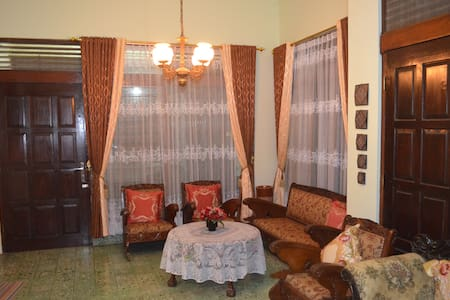"""Rumah Agus"" 5BR house|Salatiga /Rawa Pening Lake - Sidorejo"