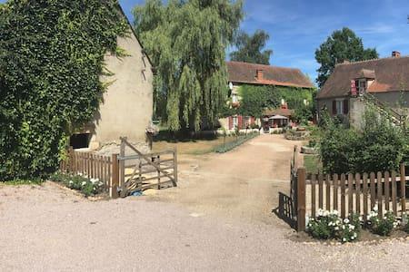 Fraaie vakantiewoning in Auvergne - Huis