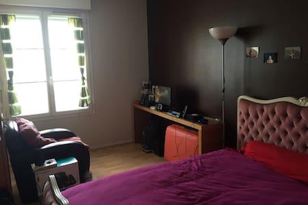 Chambre en ville 2 - Combs-la-Ville