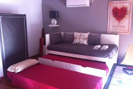 -- DOUBLE ROOM IN BEAUTIFUL DUPLEX -- - Leilighet