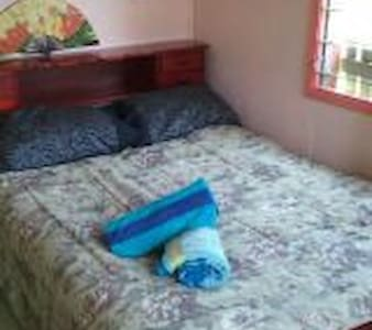 Cozy bedroom in local family home - Lautoka - House