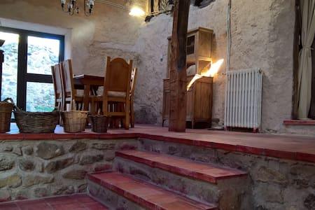 Acogedora casa en entorno rural a 60min de Madrid - Basardilla - Haus