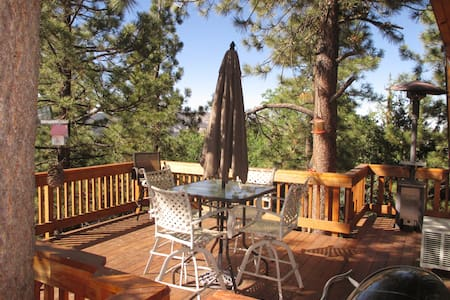 Pine View cabin - Pool Table - Hot Tub - Views - Big Bear