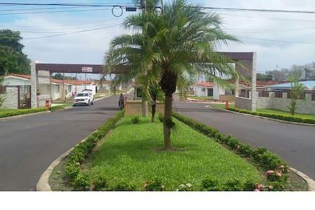 LINDA CASA DE PLAYA - Haus