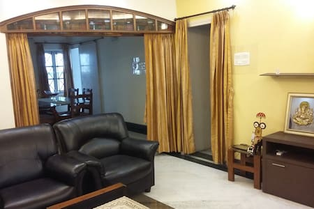The Redcarpet, Cozy Bedroom near the Lakes - Kolkata - Apartment