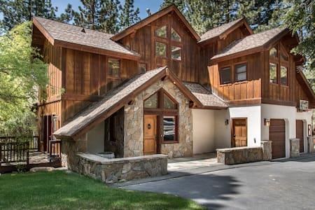 Cabin-esque Tahoe House - Ház