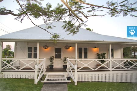 Noosa River: Ensuited, Dog Friendly - House