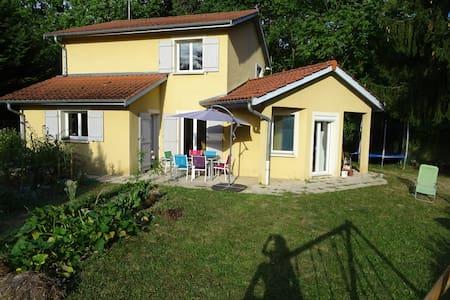 Maison familiale proche Lyon - 7 couchages - Neuville-sur-Saône - House