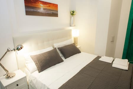 """Double with private bathroom! Room """"Alice"""" - Roma - Apartment"""