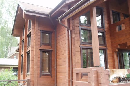 Nice wooden 4 bedroom house 300 m2 on the lake. - House