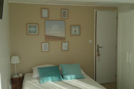 jolie chambre indépendante avec terrasse privative - Dům pro hosty