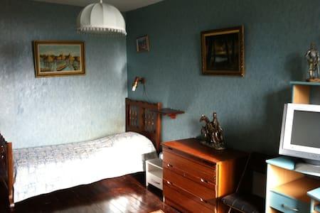 Chambre chez l'habitant dans une ancienne ferme - Le Puy - Bed & Breakfast