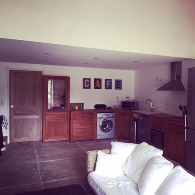 Kitchen - fully equipped with dish washer & washing machine