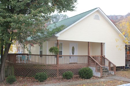 2 bdrm house less than a 1 mile from riverfront! - Chattanooga - Rumah