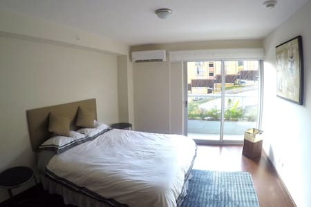 B&B modern room, ideal location, amazing amenities - Lakás