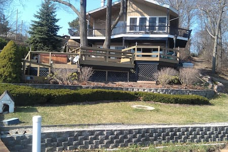 Lux House on the Lake - Saugatuck