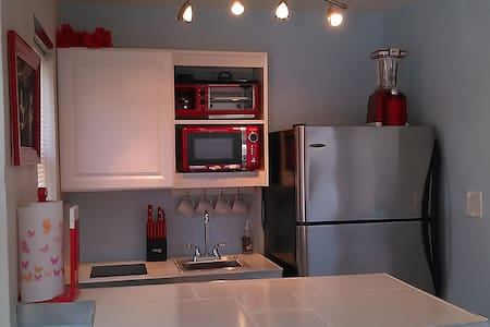 Apt1.  Awesome Affordable studio apartment!!! - Apartment